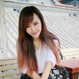 美女穿白衬衫淋雨图片